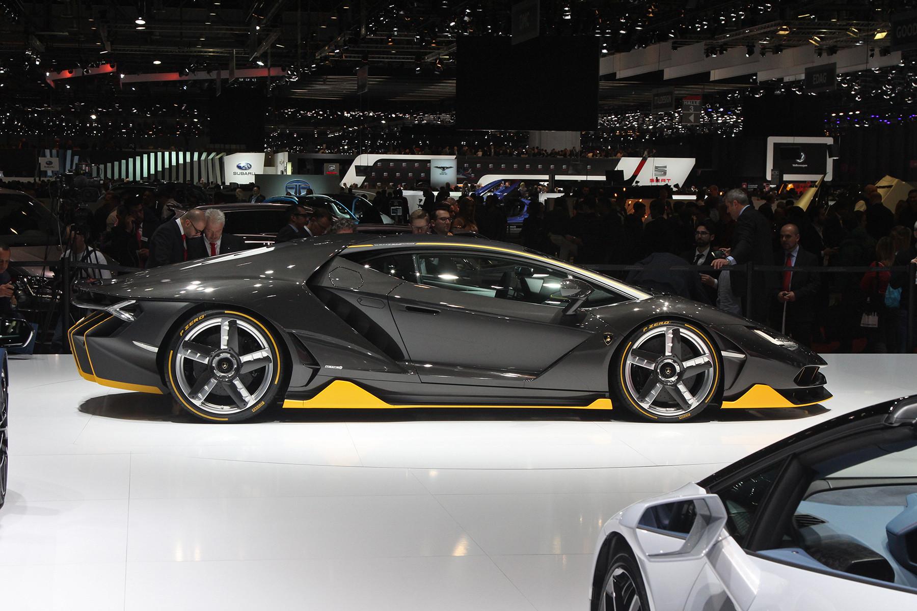 Lamborghini вынуждена отозвать автомобили из-за одной наклейки 1