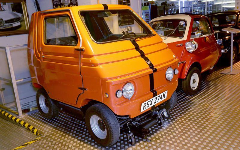 Британец собрал крупнейшую в Европе коллекцию автомобилей 3