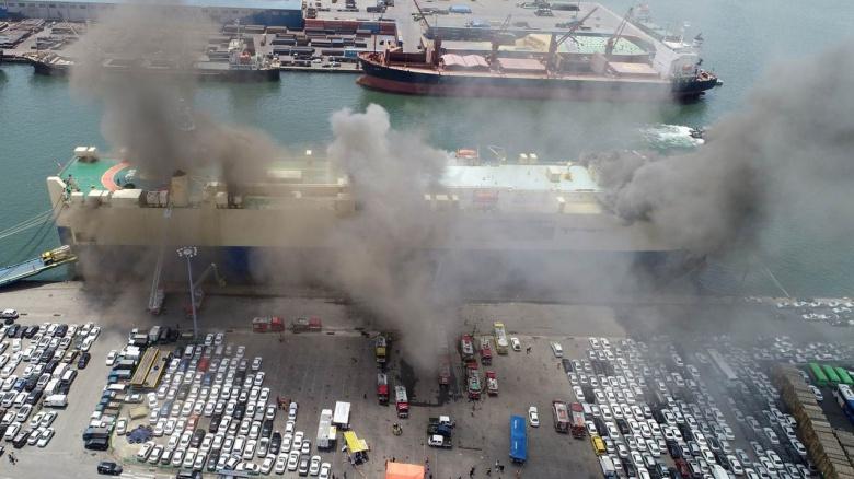 В Южной Корее огонь уничтожил тысячи автомобилей 2