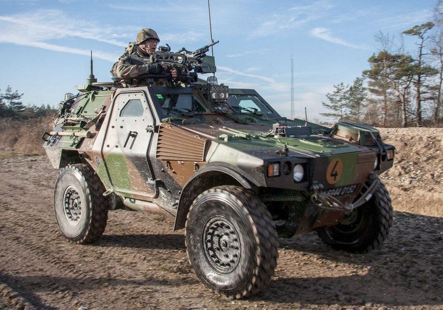 Во Франции построили армейский броневик 2
