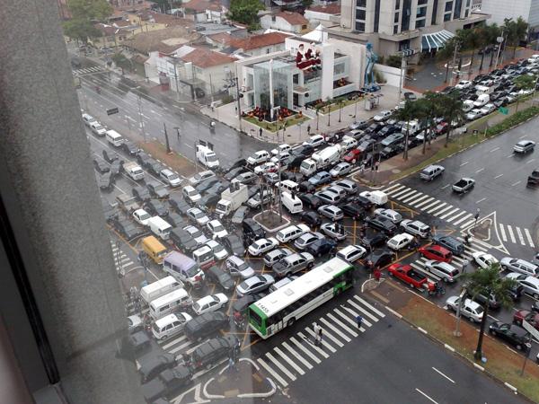 В Китае внедряют глобальную систему слежки за автомобилями 1