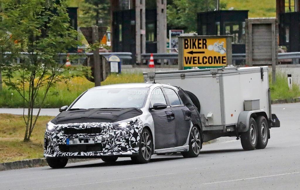 Kia Ceed GT попался фотошпионам с буксируемым трейлером 1