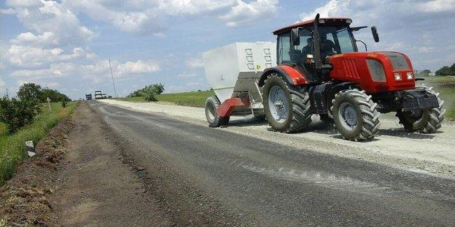 Дорожники взялись ремонтировать одну из худших дорог страны 1
