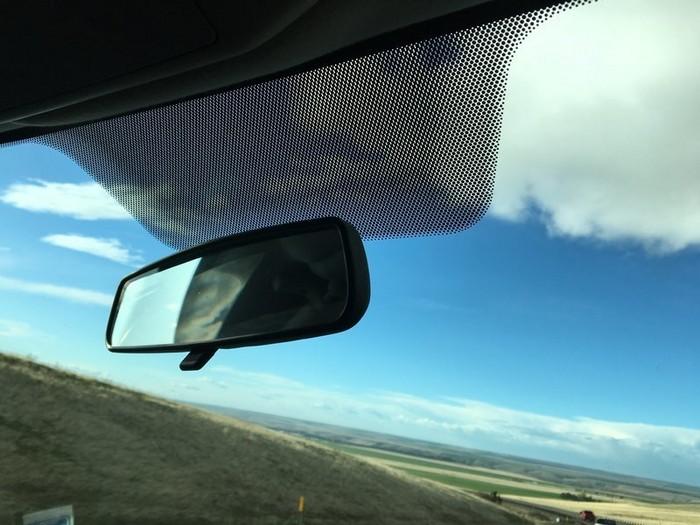 Для чего нужны черные точки на автомобильных стеклах 1