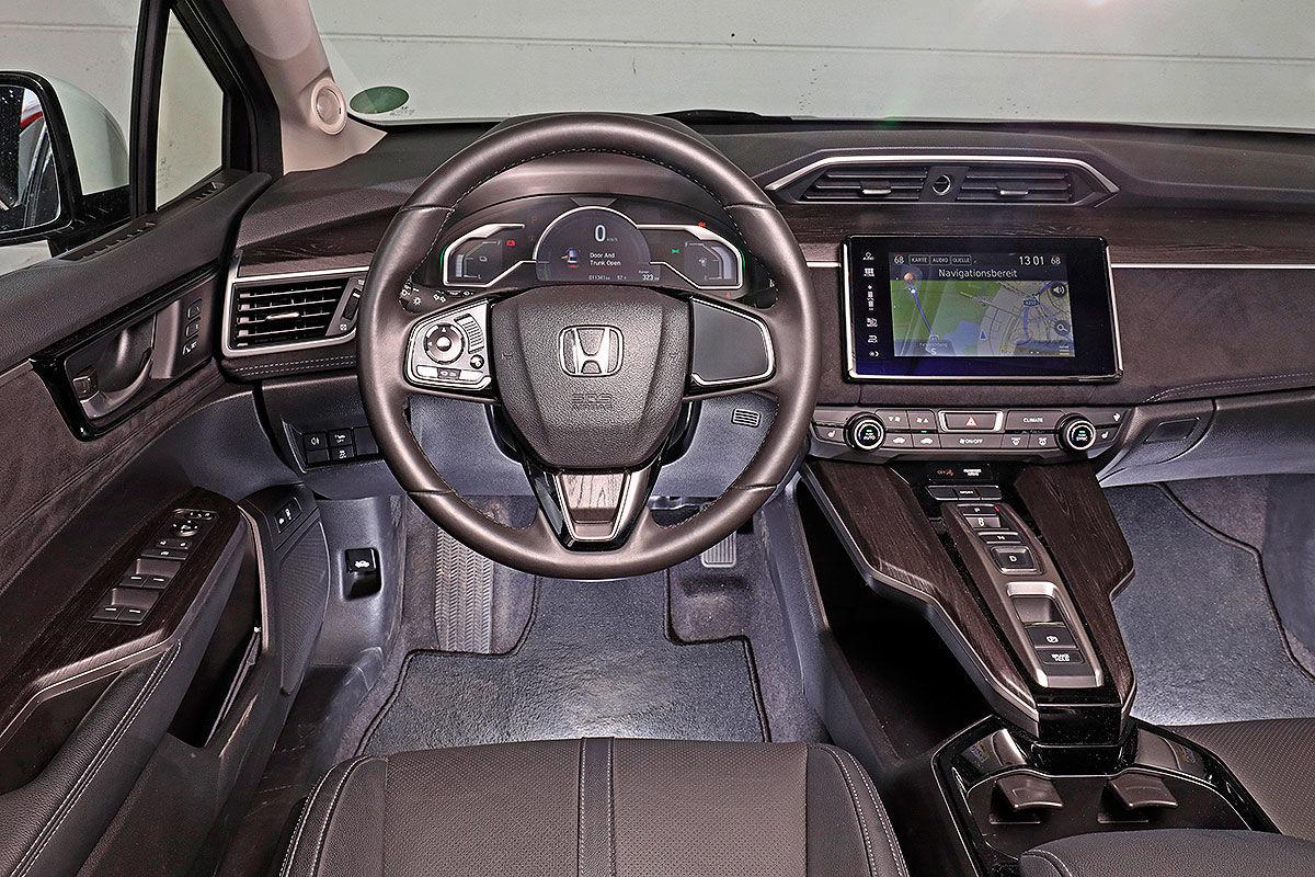 «Будущее наступило»: тест-драйв водородомобиля Honda Clarity 2