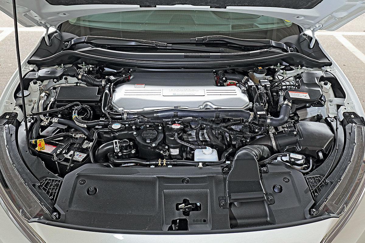 «Будущее наступило»: тест-драйв водородомобиля Honda Clarity 4