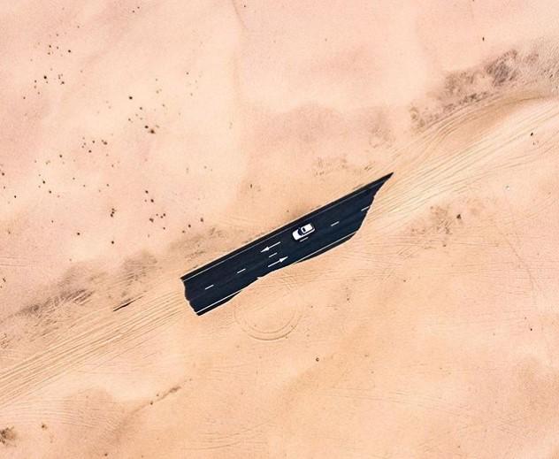 В ОАЭ пустыня «съедает» дороги 2
