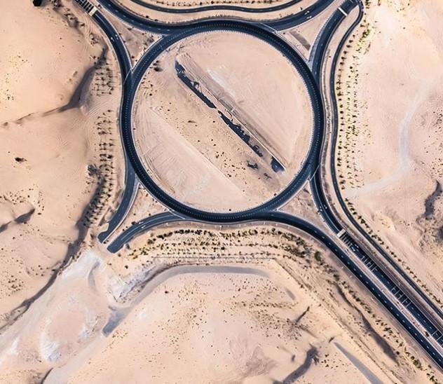 В ОАЭ пустыня «съедает» дороги 3