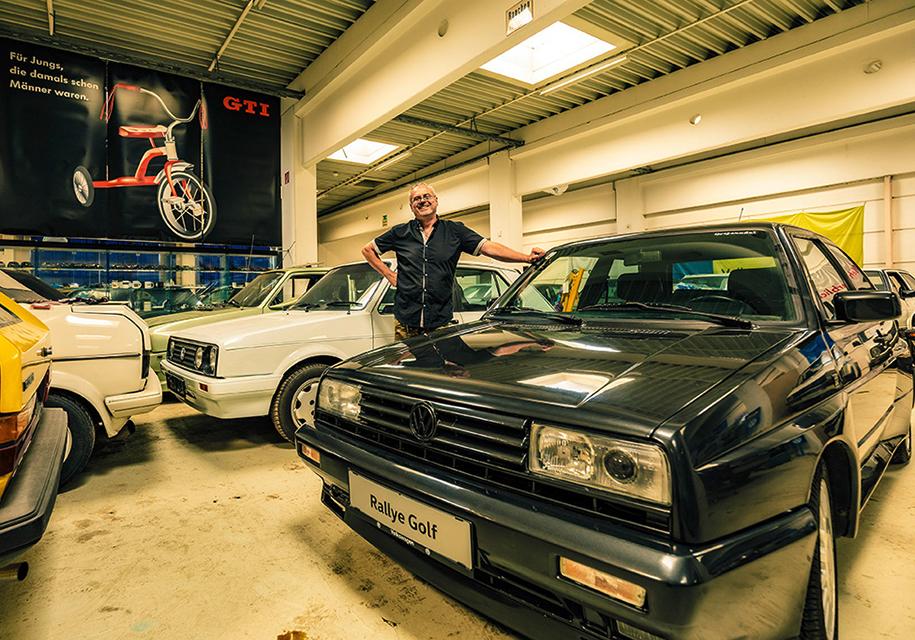 Трубочист собрал коллекцию из 114 экземпляров VW Golf 3