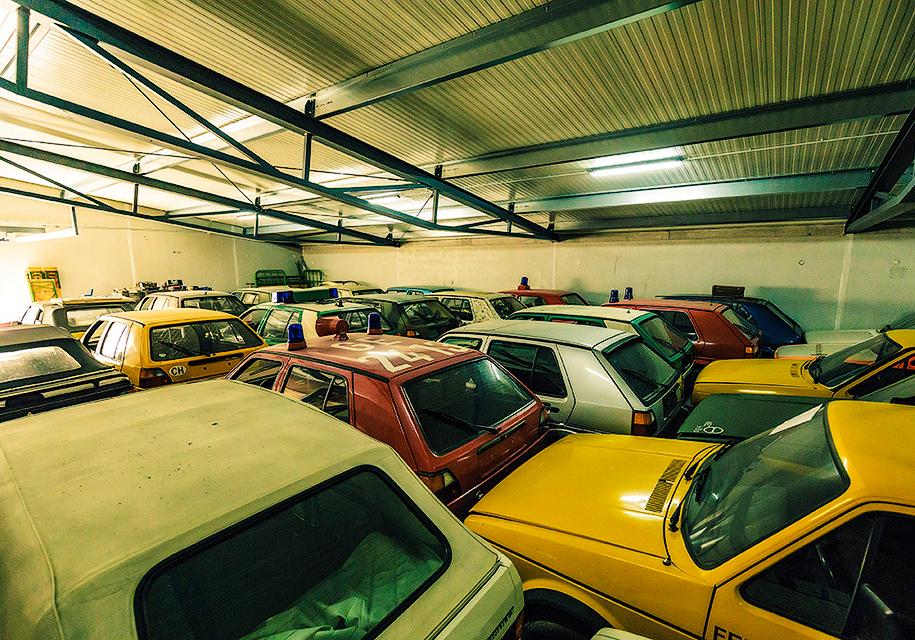 Трубочист собрал коллекцию из 114 экземпляров VW Golf 1