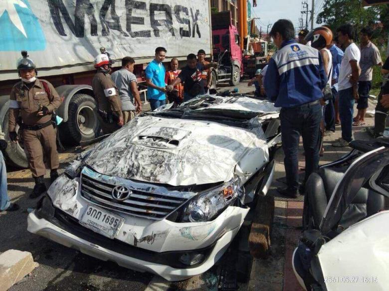 Водитель выжил в полностью расплющенном автомобиле 1