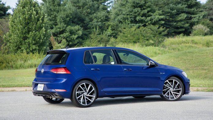 Новый VW Golf оснастят 400-сильным мотором 2