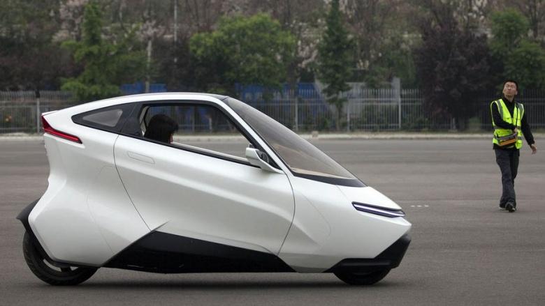 Китайцы тестируют двухколесный «беспилотный» автомобиль 2