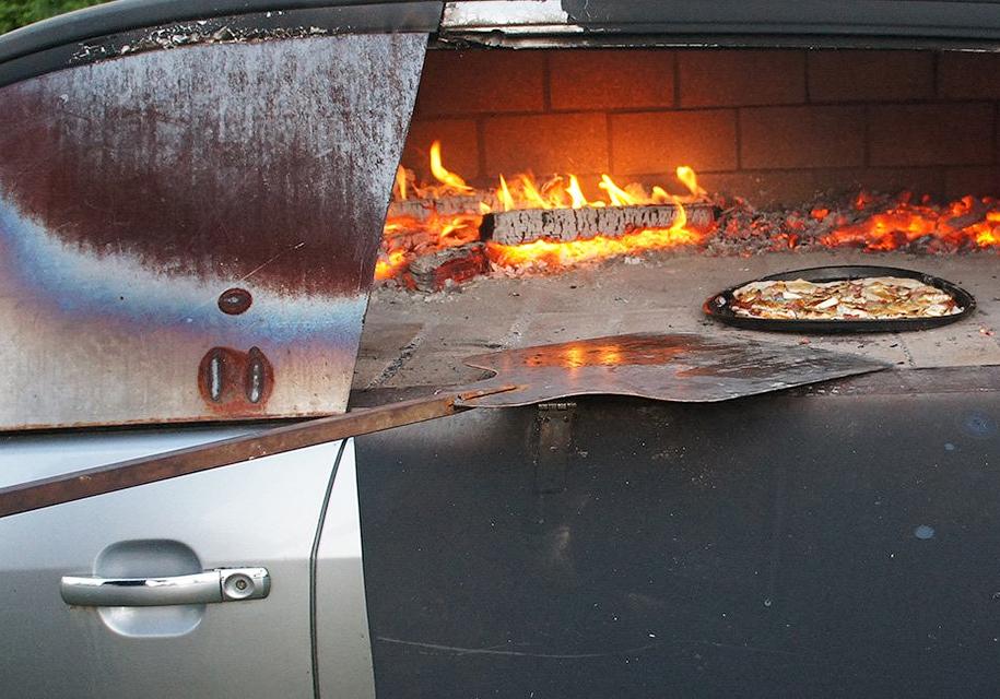 Их Ford Mondeo сделали дровяную печь для пиццы 1