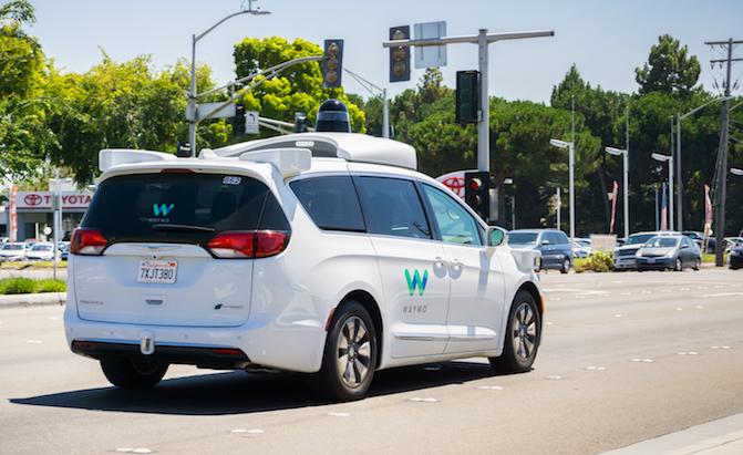 Парк беспилотных автомобилей Google увеличится в сотню раз 2