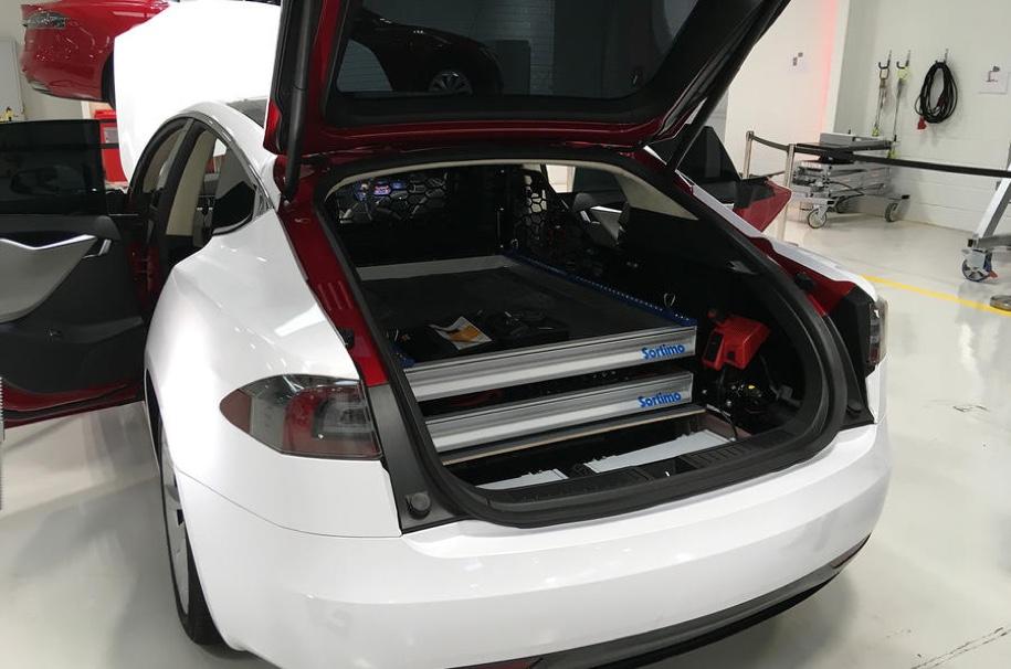 Из Tesla Model S сделали «технички» 2