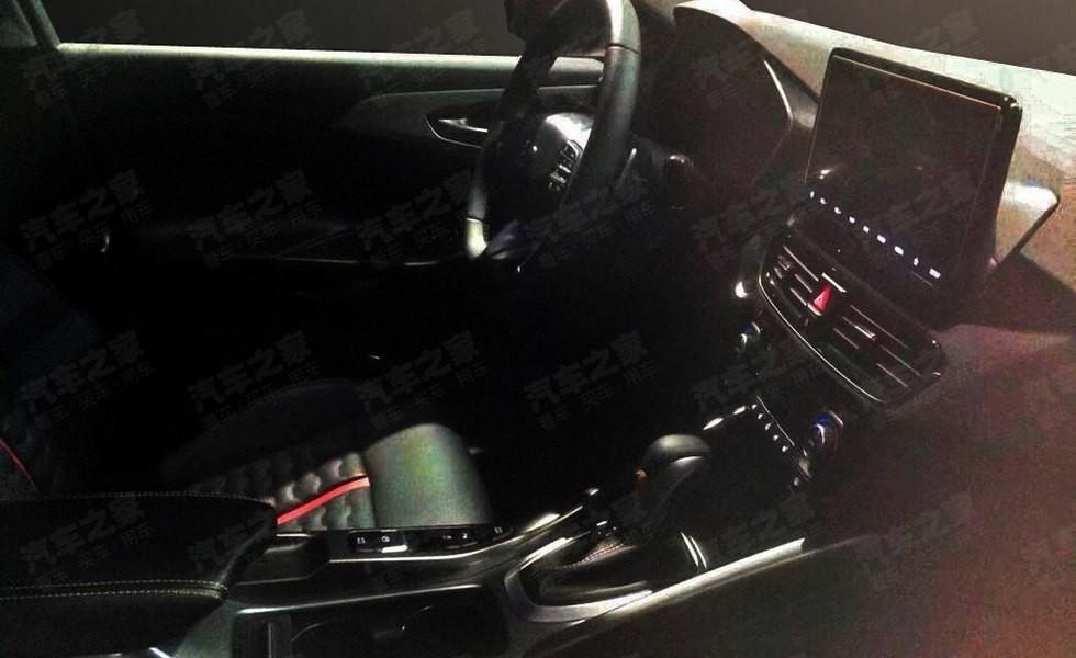 Фотошпионы рассекретили интерьер нового седана LaFesta 1