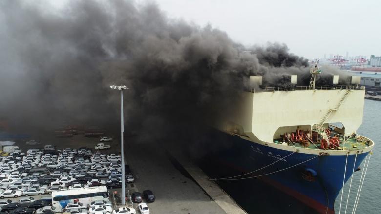 В Южной Корее огонь уничтожил тысячи автомобилей 1