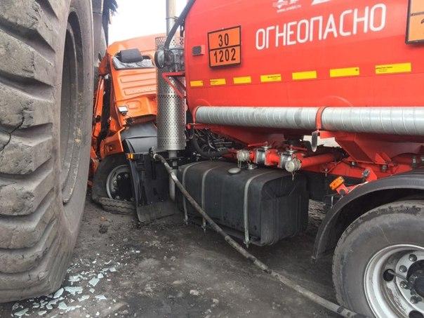 БелАЗ случайно раздавил КамАЗ 1
