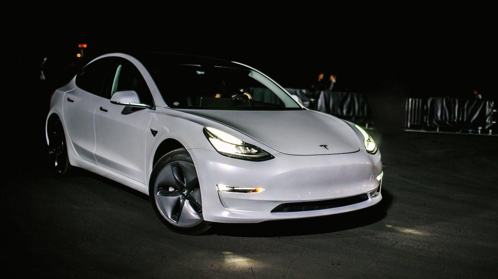 Илон Маск рассказал о двухмоторной Tesla 1