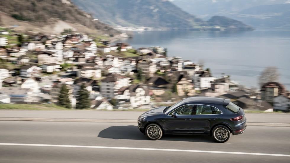 Porsche приостановил прием заказов на автомобили 1