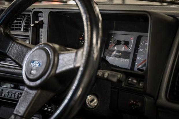Старый Ford Sierra продадут по цене нового BMW M5 3