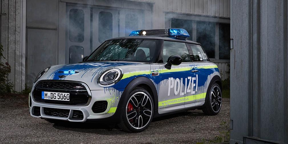 BMW презентовала полицейский MINI и пожарный X3 3
