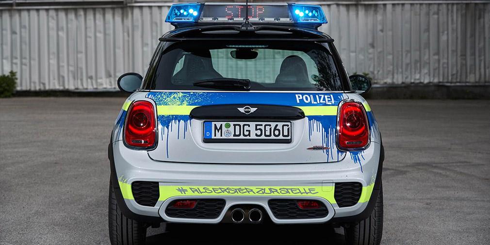 BMW презентовала полицейский MINI и пожарный X3 4