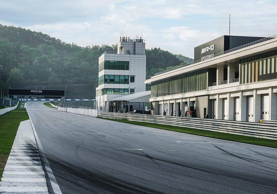 Mercedes-AMG построил свой собственный гоночный трек в Корее 1