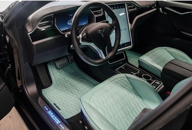 Украинцам покажут уникальный Tesla Brabus 4