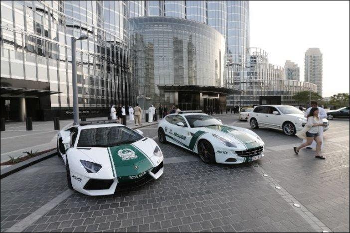 Дубайская полиция пересядет на беспилотные автомобили 1