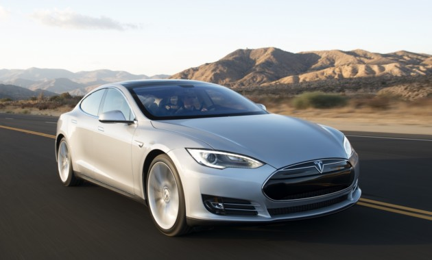 Загоревшийся электрокар Tesla унес жизни двух человек 1