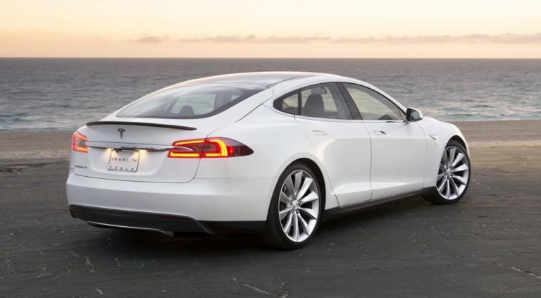 Загоревшийся электрокар Tesla унес жизни двух человек 2