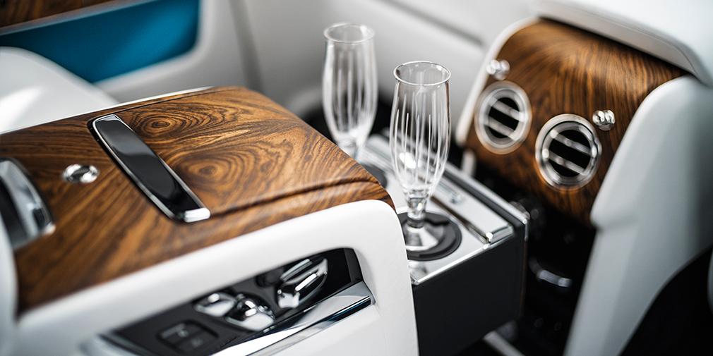 Rolls-Royce официально представил свой первый кроссовер 11