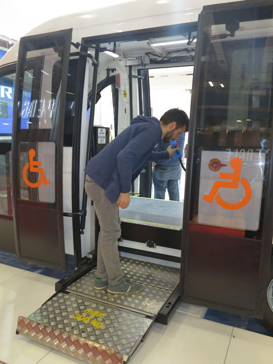 Как работает самый маленький кассетный гидролифт на автобусе 1
