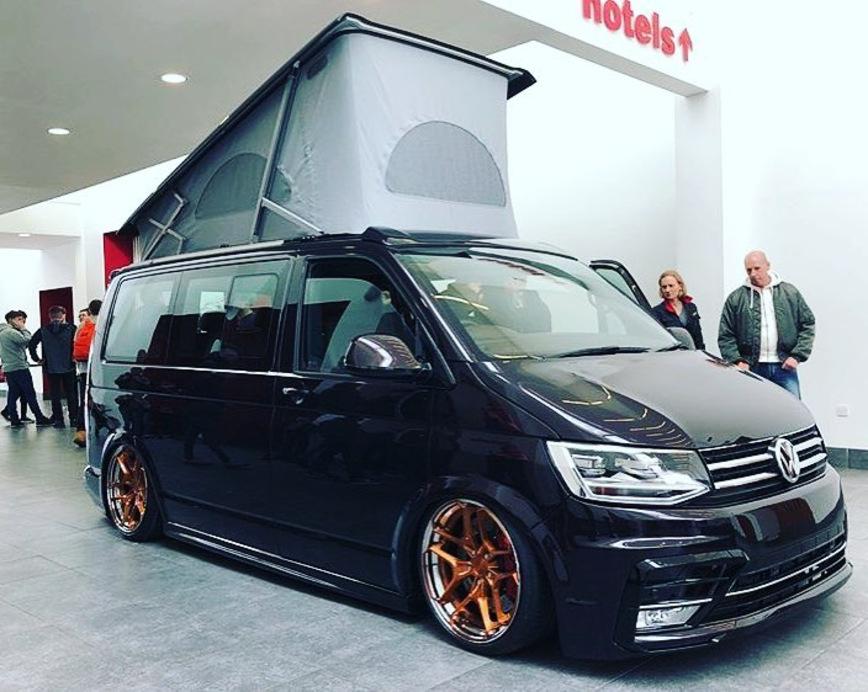 Из Volkswagen Transporter сделали стильный кемпер 1