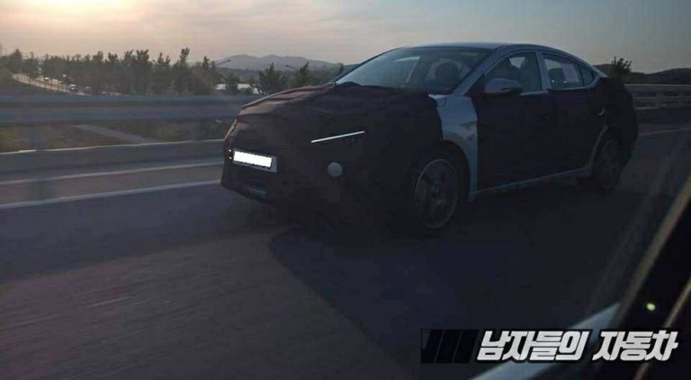 Обновленный Hyundai Elantra «засветился» в Сети 1