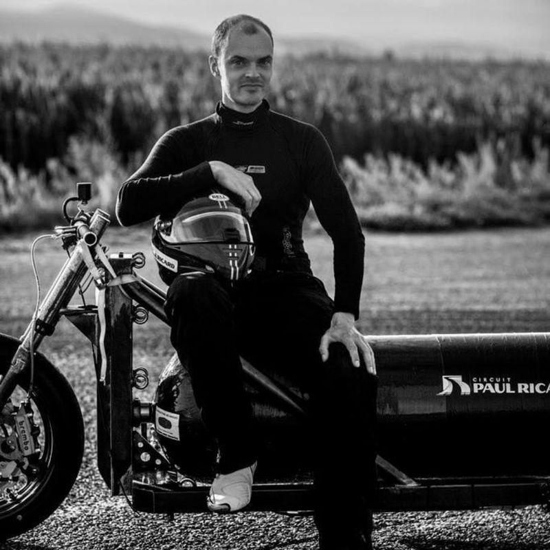 Гонщик-экстремал погиб при попытке установить рекорд скорости на реактивном трицикле 1