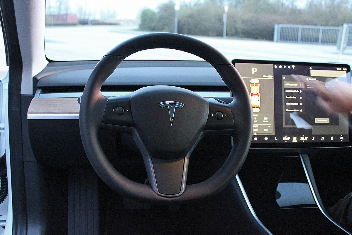 «Заокеанская экзотика»: тест-драйв Tesla Model 3 4