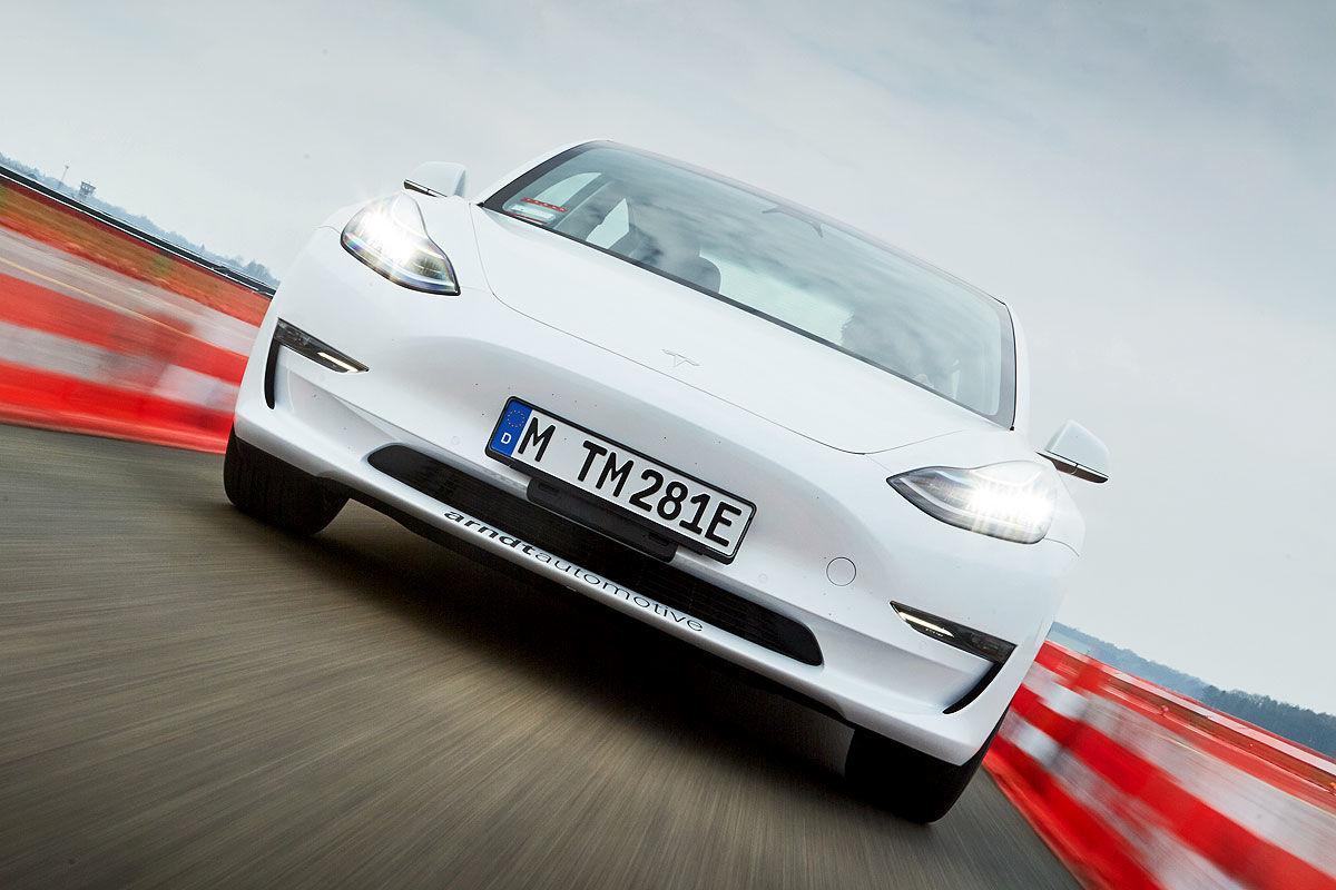 «Заокеанская экзотика»: тест-драйв Tesla Model 3 1