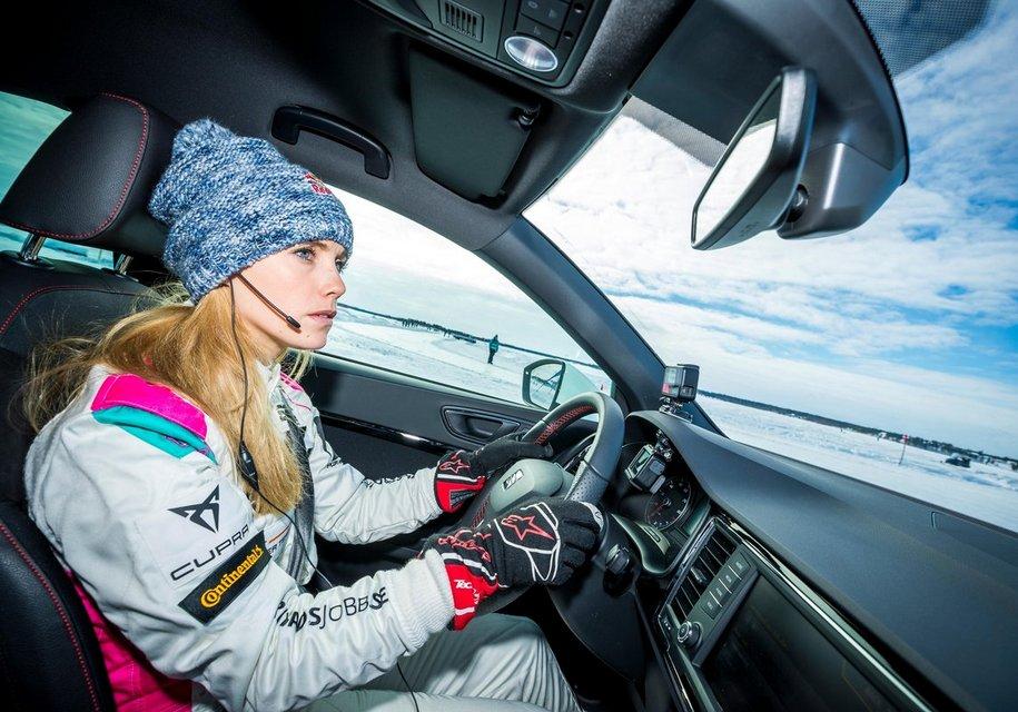 Конькобежец установил рекорд скорости с помощью автомобиля Seat 2