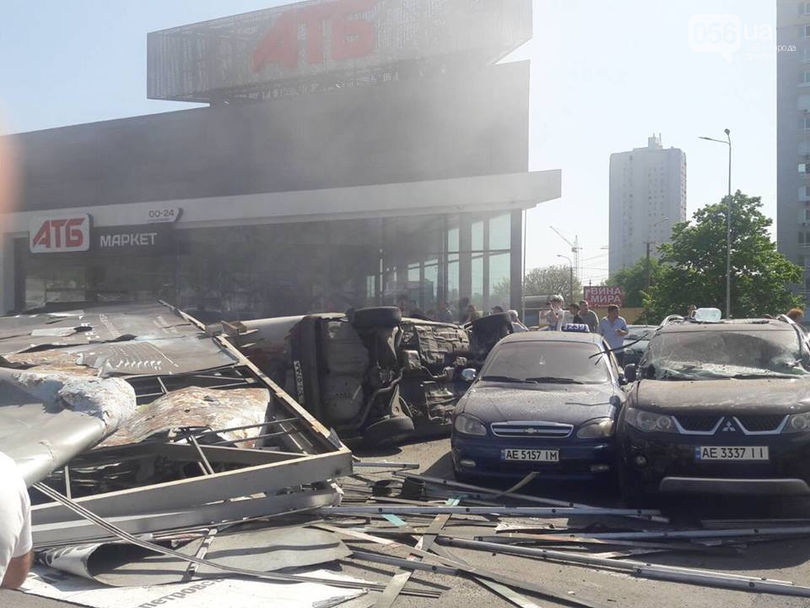 В Днепре фура без тормозов протаранила 13 машин и убила человека 1