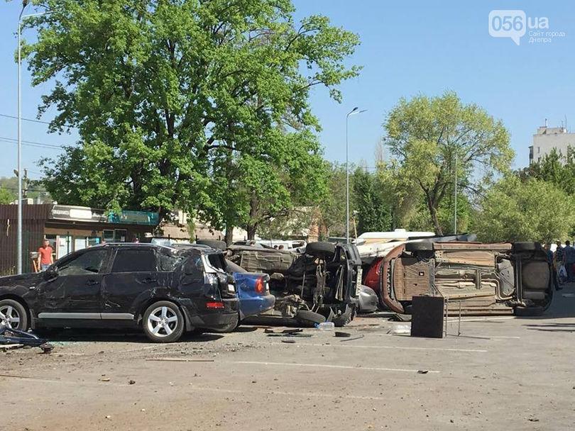 В Днепре фура без тормозов протаранила 13 машин и убила человека 3