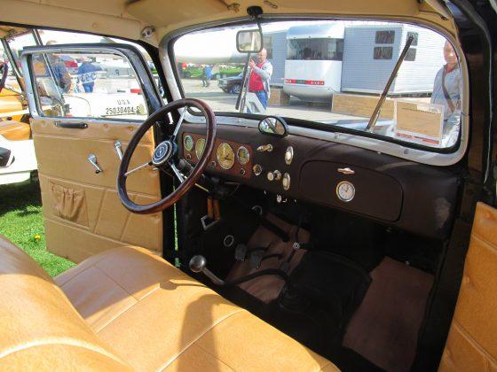 Украинец восстановил раритетный автомобиль 1937 года 2