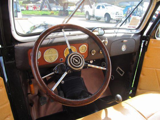 Украинец восстановил раритетный автомобиль 1937 года 3