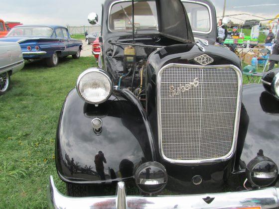Украинец восстановил раритетный автомобиль 1937 года 5