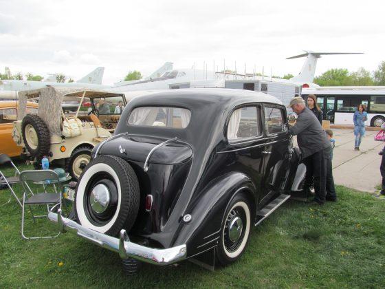 Украинец восстановил раритетный автомобиль 1937 года 6