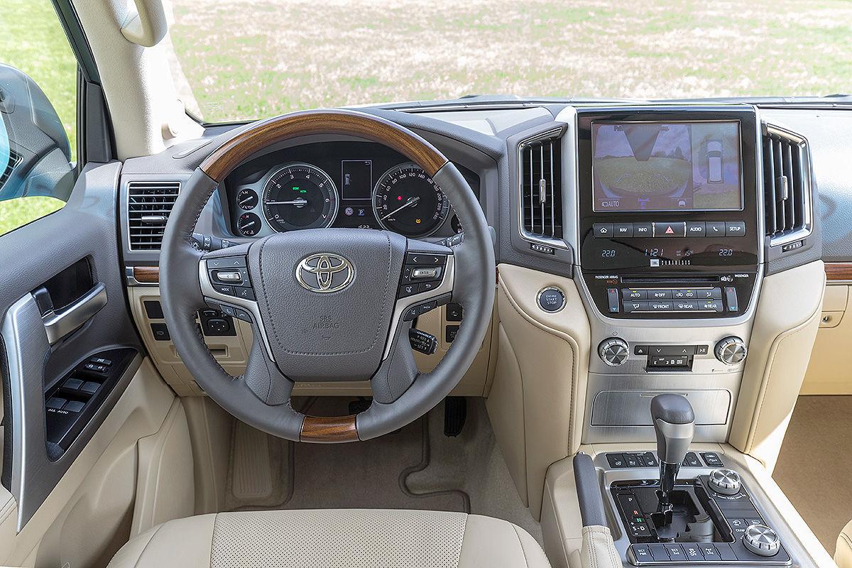 «Комфорт и мощь»: тест-драйв Toyota Land Cruiser с двигателем V8 4