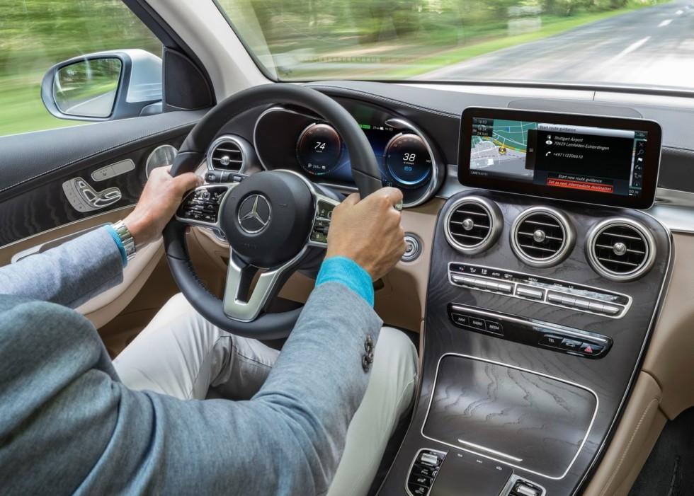 В сеть попали фотографии рестайлингового Mercedes-Benz GLC 2