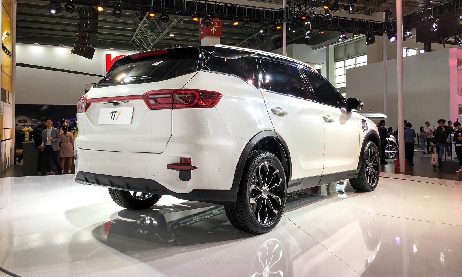 В Пекине представили очередного «конкурента Tesla» 3